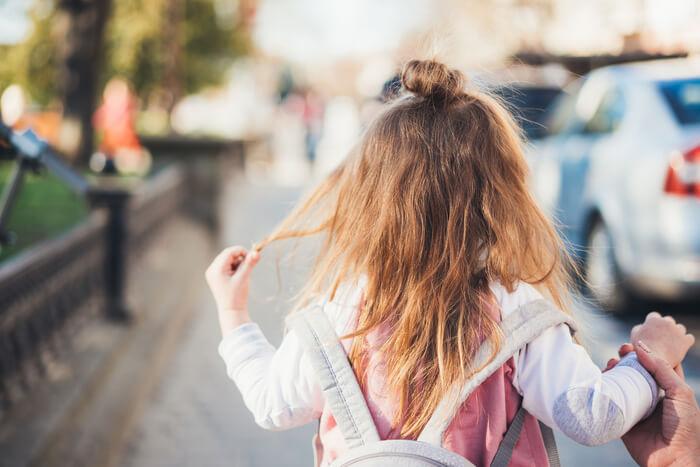 """Jaki przykład zachowań na drodze dają dzieciom rodzice? – zaskakujące wyniki badania """"Bezpieczne dziecko na drodze"""""""