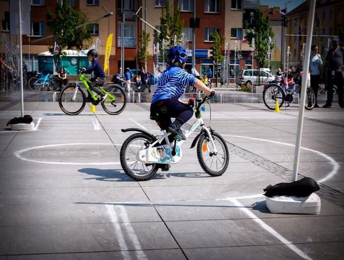 EduBike: praktyczna aplikacja dla małych rowerzystów