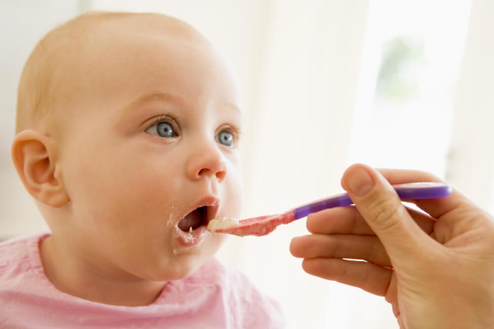 Rozszerzania diety niemowlaka: co pierwsze podać dziecku?