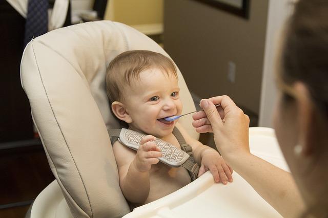 Warzywa dla niemowlaka: kiedy i jak zacząć je podawać?