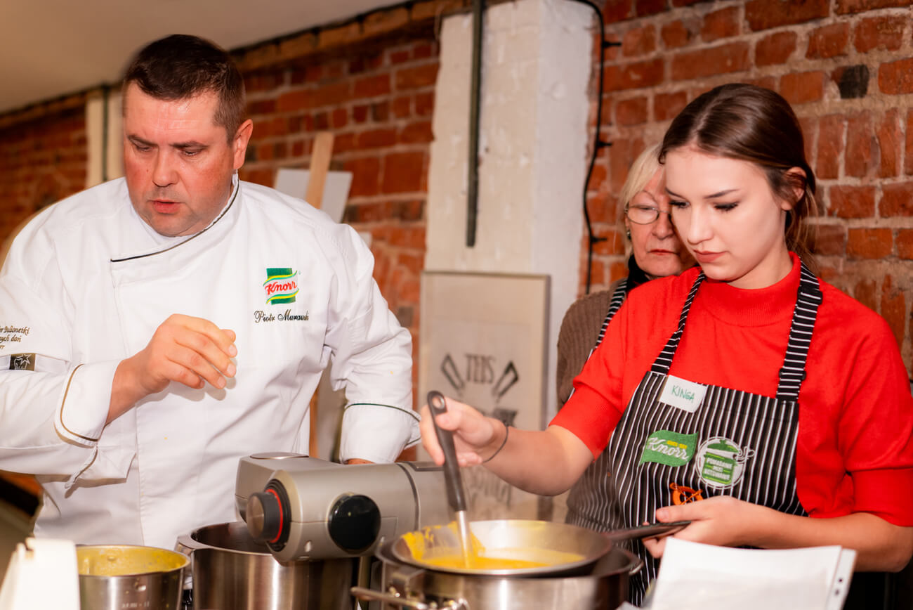 Wielkanocne warsztaty kulinarne dla wychowanków domów dziecka