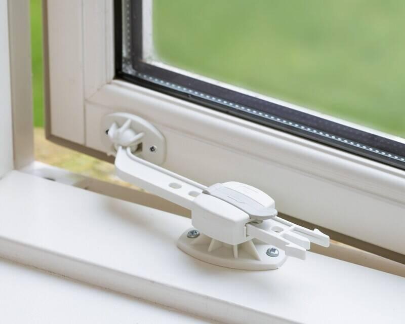 wypadki dzieci przez okno