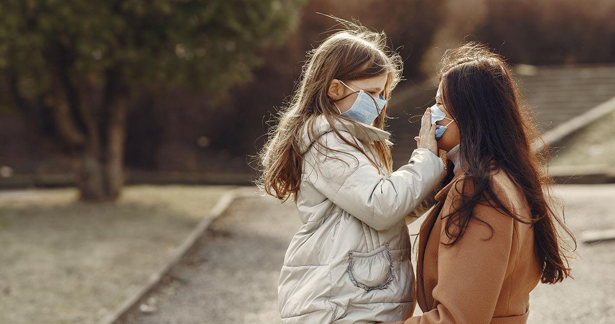 Czy dzieci muszą nosić maseczki? Eksperci twierdzą, że tak