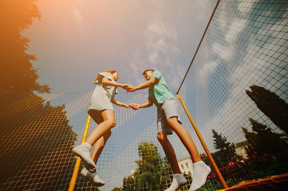 co zrobić żeby trampolina nie elektryzowała?
