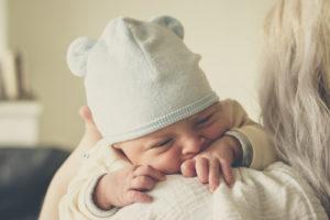 czym się różni noworodek od niemowlaka