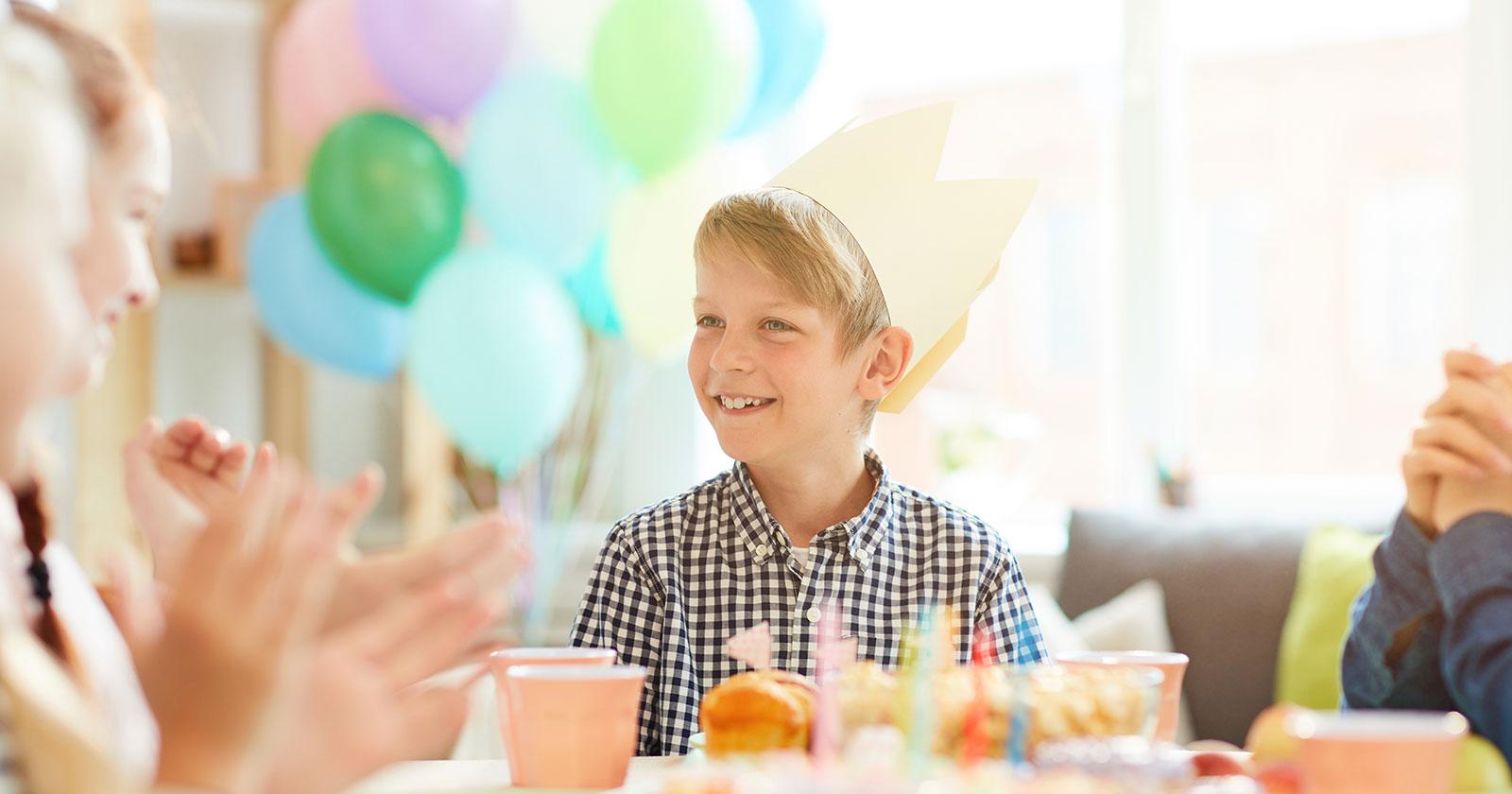 Życzenia urodzinowe dla chłopca oraz wesołe i wzruszające wierszyki