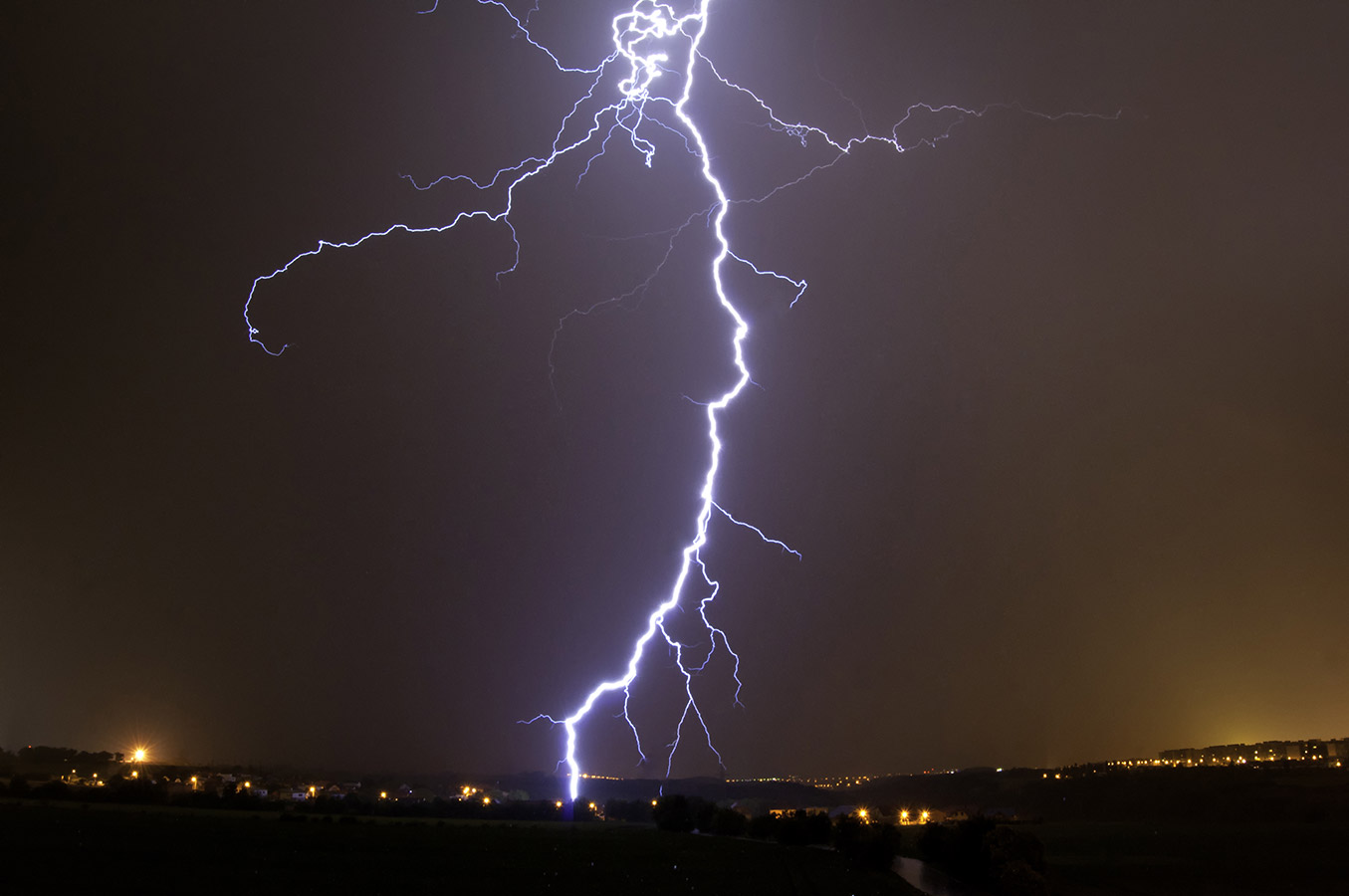 burza - czy można stać przy oknie