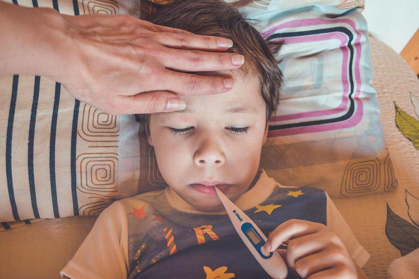 Domowe i farmakologiczne sposoby na obniżenie gorączki u dziecka