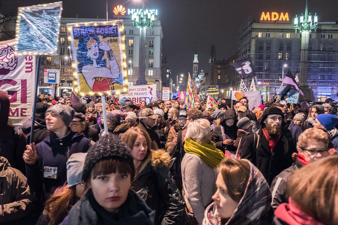 500+ zostanie wstrzymane, jeśli protesty kobiet się nie zakończą [obrzydliwe sugestie w TV]