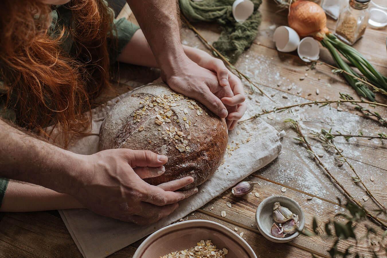 Dlaczego domowy chleb się kruszy?