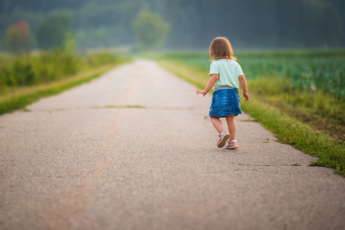 Dwulatek ucieka na spacerze? Jak sobie poradzić?
