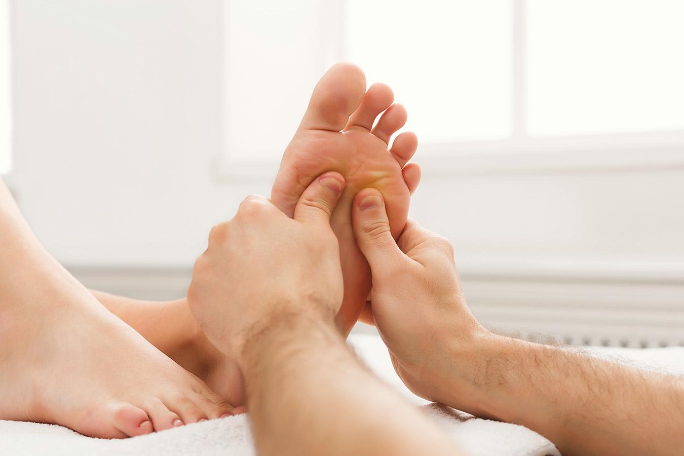 Uczucie gorąca w stopie – przyczyny, leczenie