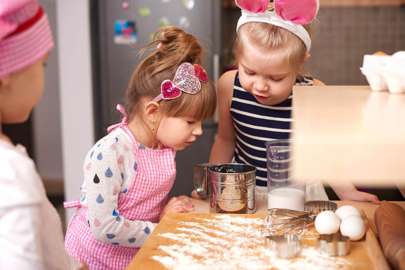 Czym zastąpić mąkę ziemniaczaną w cieście? Podpowiadamy, co można dodać zamiast mąki ziemniaczanej do ciasta