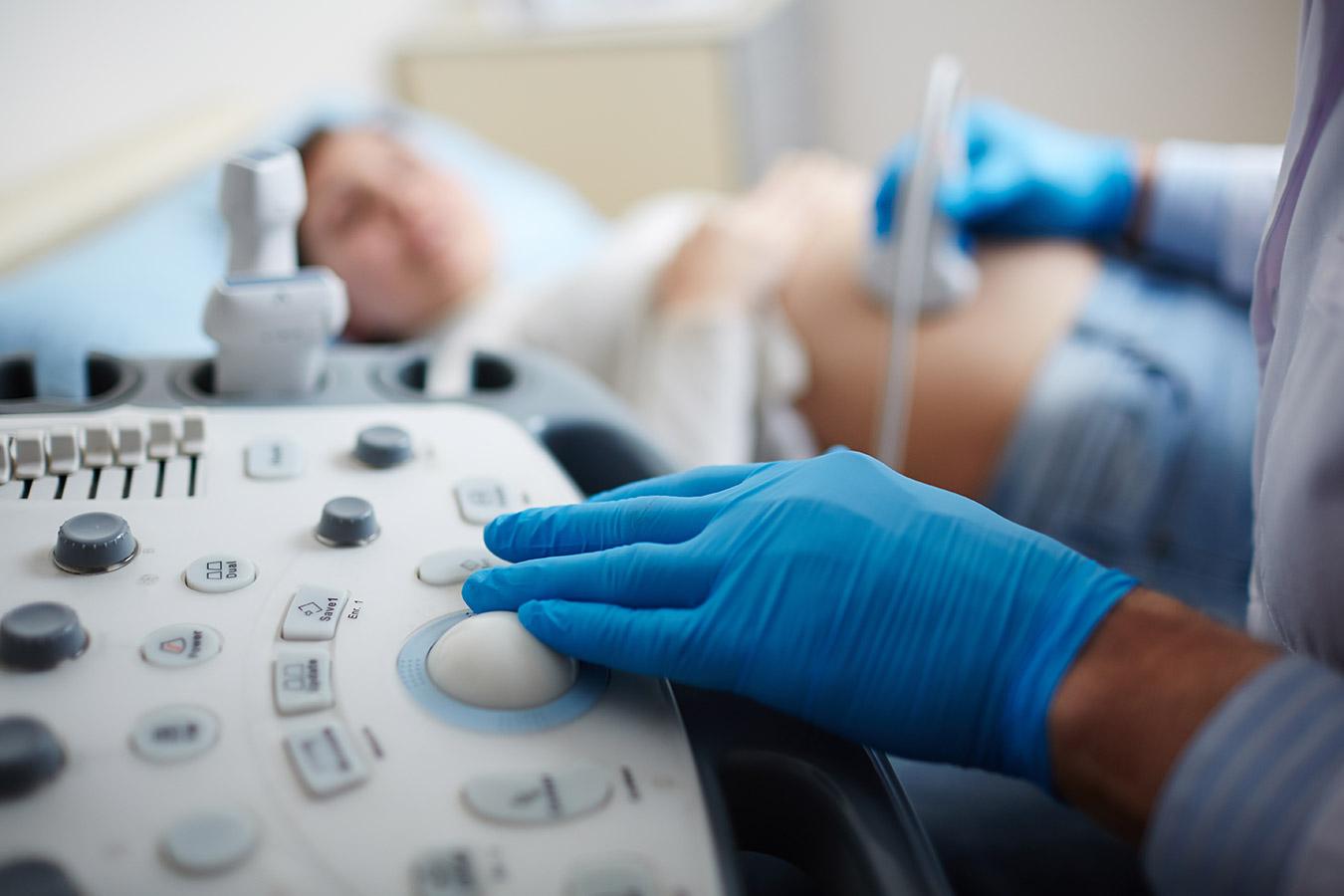 Ciąża obumarła – objawy, przyczyny. Po czym poznać że ciąża obumarła?