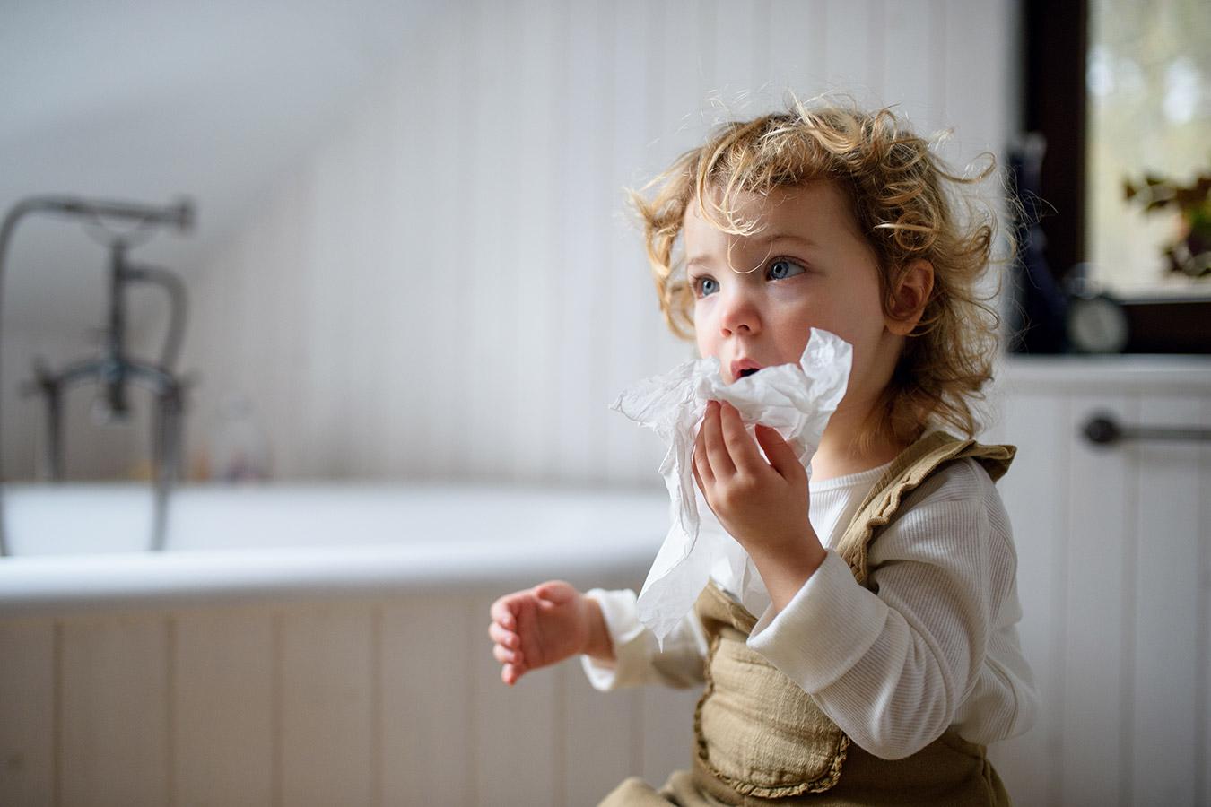 Wymioty u dziecka – Dlaczego dziecko wymiotuje? Sposoby na wymiotowanie.