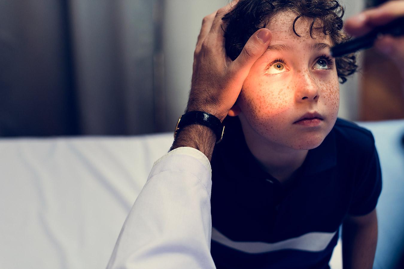Zatkany kanalik łzowy [przyczyny, objawy, leczenie]