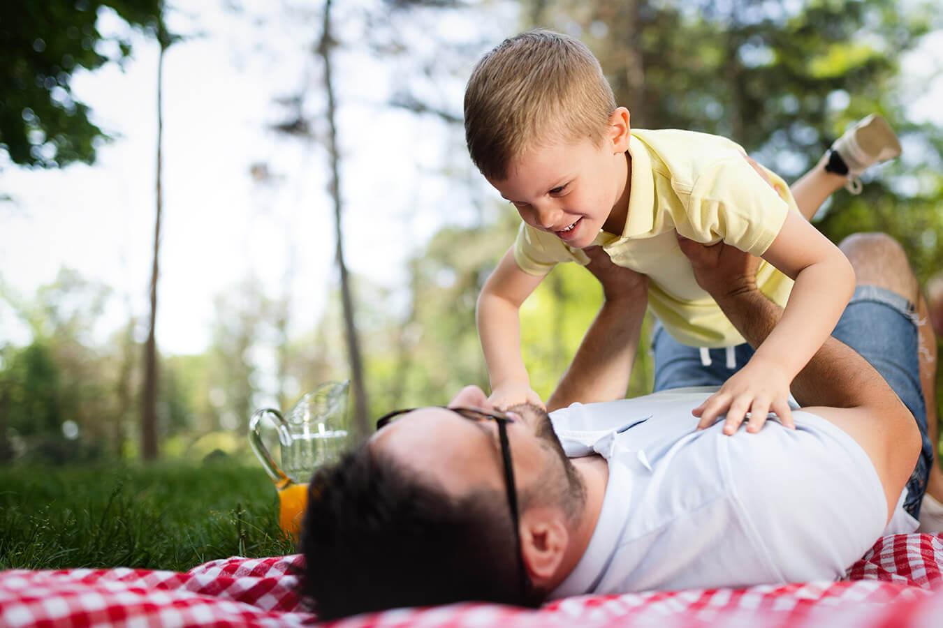 Życzenia na Dzień Ojca od dorosłej osoby – piękne, poważne i wzruszające życzenia dla taty