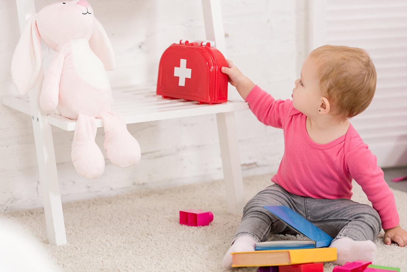 Co powinna zawierać apteczka pierwszej pomocy? Na co warto zwrócić szczególną uwagę?