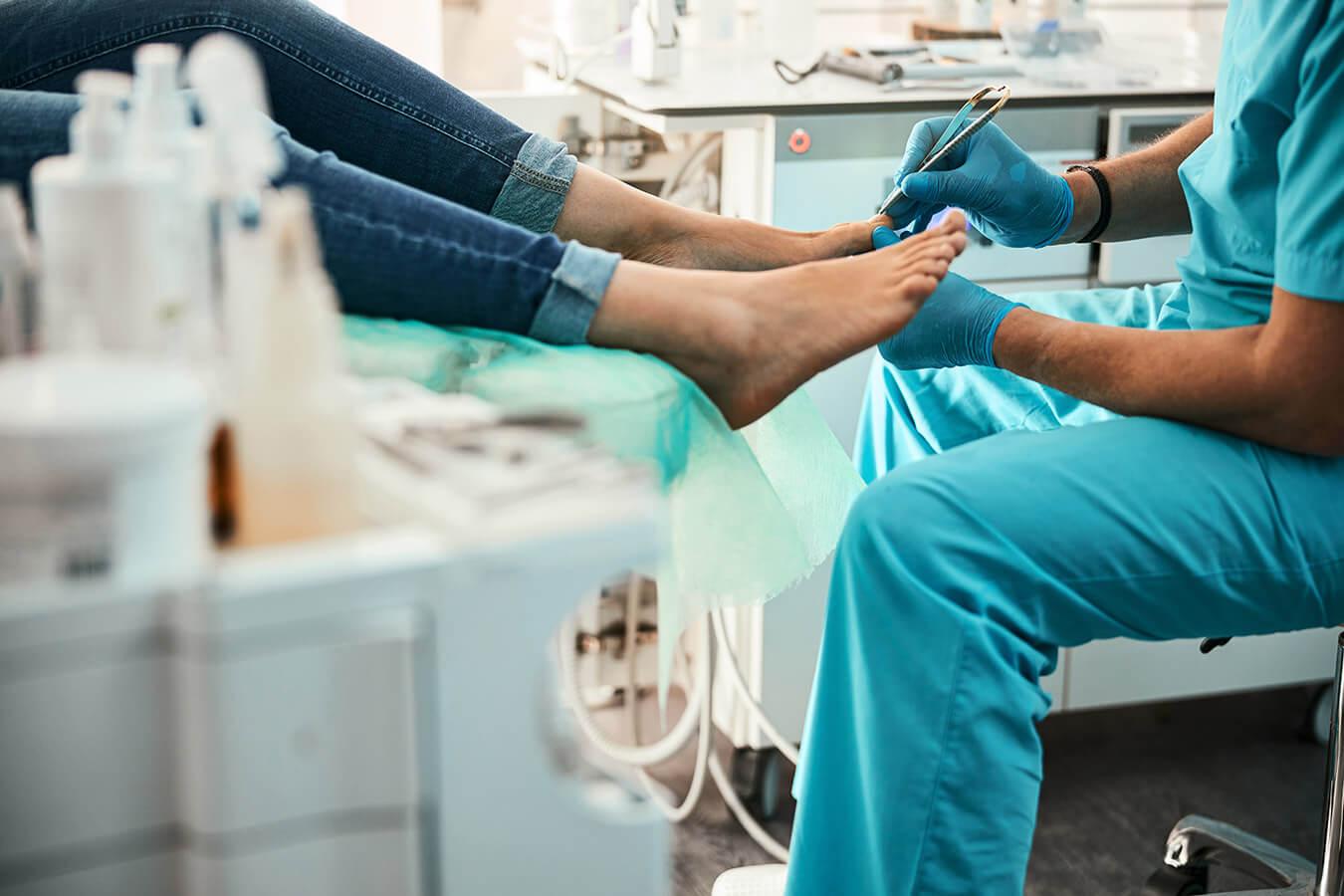 Grzybica paznokci [przyczyny, objawy, leczenie + domowe sposoby]