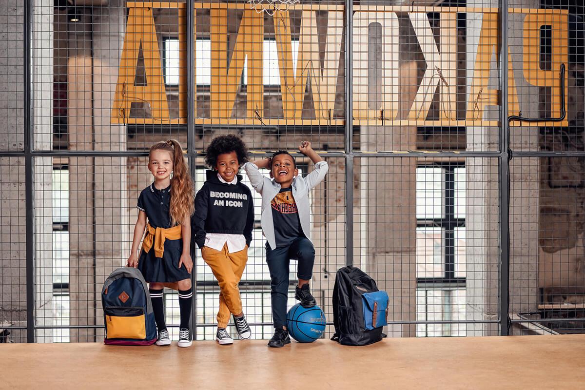 Na co zwracać uwagę, wybierając ubrania do szkoły dla chłopca?