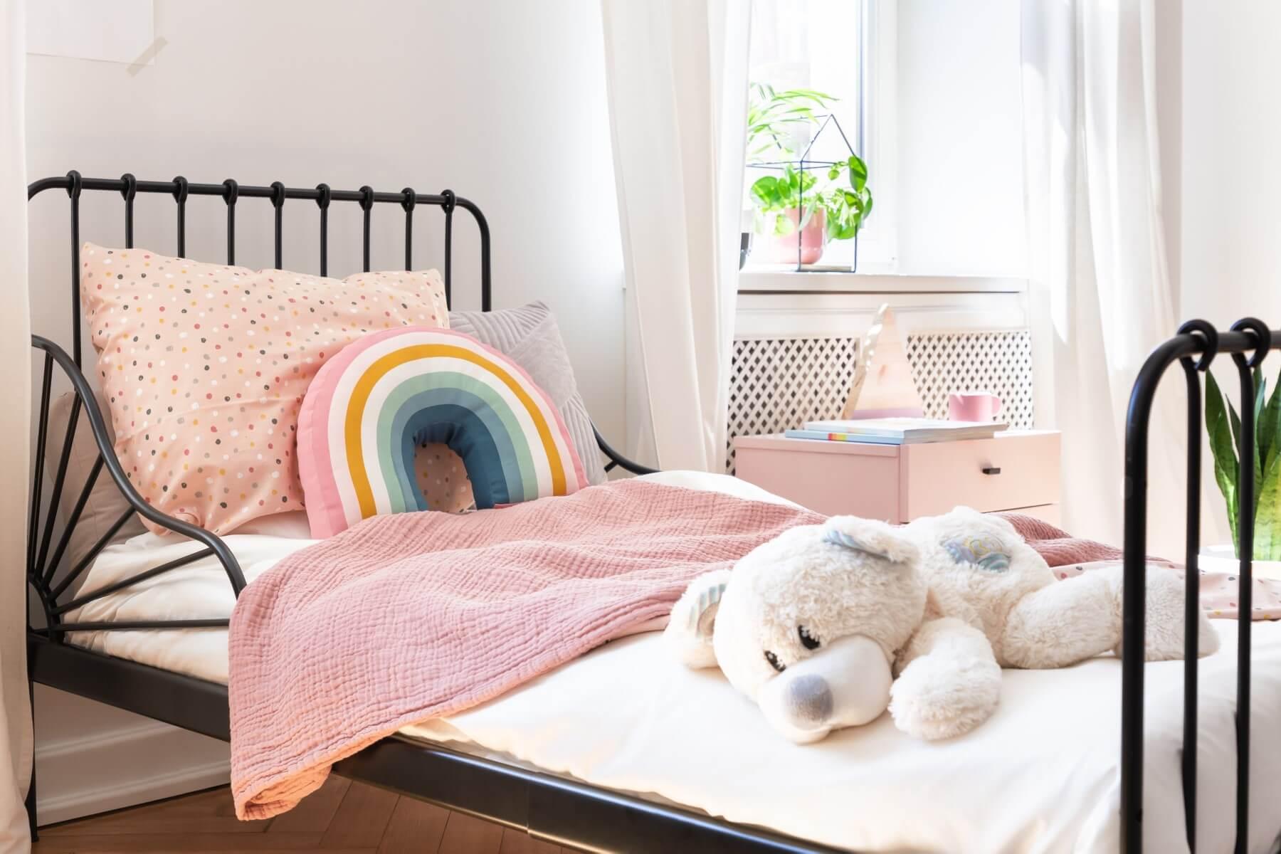 Gdy dziecko zmienia się w nastolatka – co warto wiedzieć, wybierając dla niego łóżko i materac?
