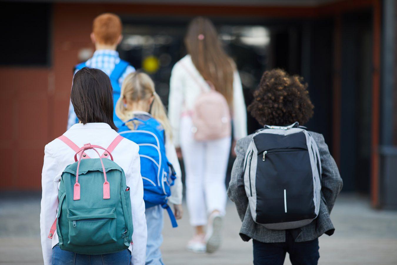 Ile jest dni w roku szkolnym 2021/2022? Jak długo potrwa nauka, a ile będzie przerw w tym roku?