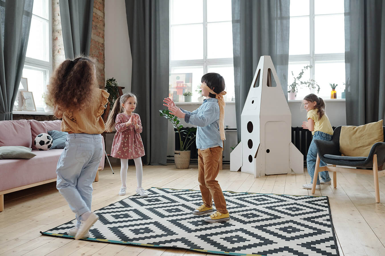 Jak i gdzie urządzić kącik zabaw dla dzieci w domu?