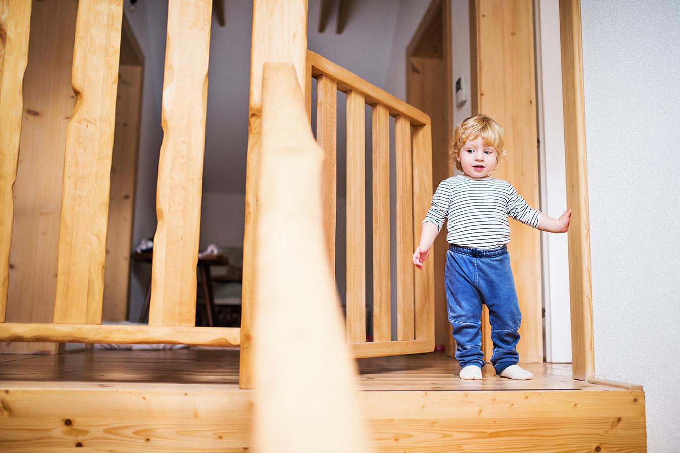 Zabezpieczenie schodów przed dziećmi