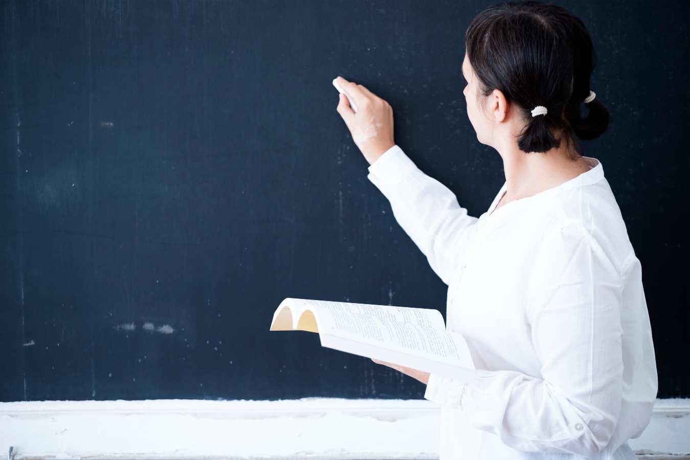 """To ogłoszenie o pracę wywołało burzę wśród nauczycieli. """"Pan Czarnek niech przyjdzie i uczy za taką stawkę w soboty i niedziele"""""""